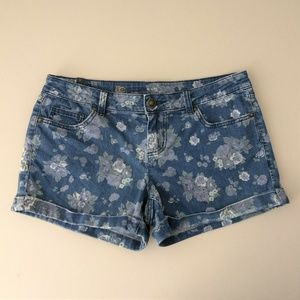 Lauren Conrad size 6 floral cuffed jean shorts